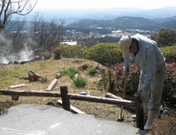 大隅の湯の柵の補修