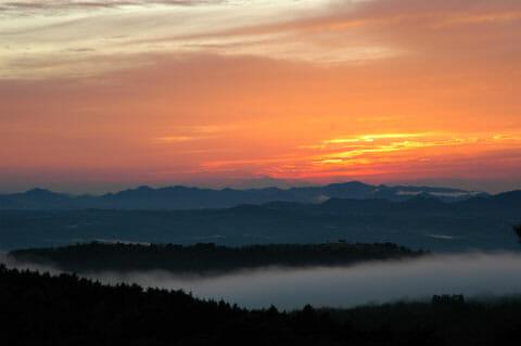 美しい夕日の季節
